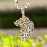Side Lion Head Pendant in Gold