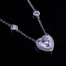 Heart-shaped Halo Necklace in S925 Silver