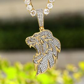 Side Lion Head Pendant in Gold
