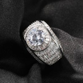 Baguette and Round Diamond Ring in Whtie Gold